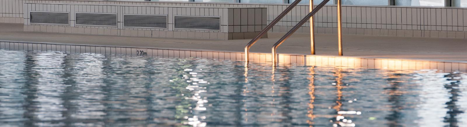 Nager deauville tourisme ev nements mairie site - Piscine olympique deauville ...