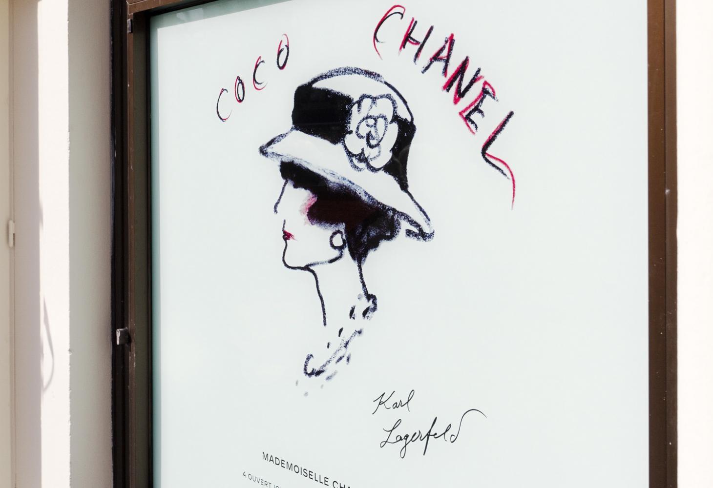 Chanel plaque