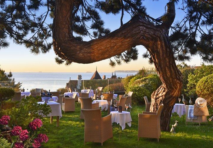 Hotel Bellevue - terrasse apéro - michel Trehet