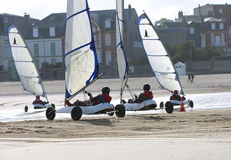 Sand yachting lessons on the beach of Villers-sur-Mer