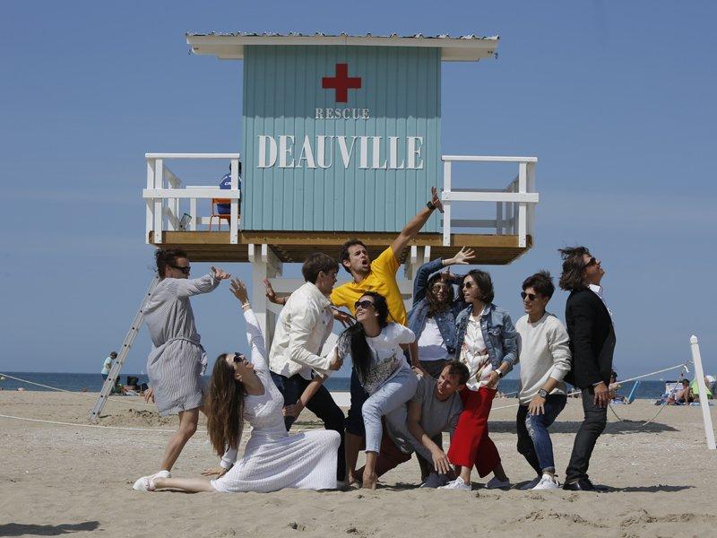 Sur la plage de Deauville, au poste de secours