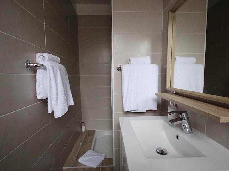 hotel_de_la_cote_fleurie _-_ salle_de_bain_800x600.jpg